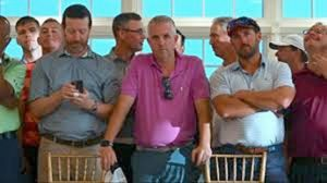 Members of Trump's Bedminster, NJ golf club cheer him, boo reporters.